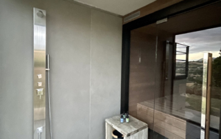 Saunaraum mit Dusche